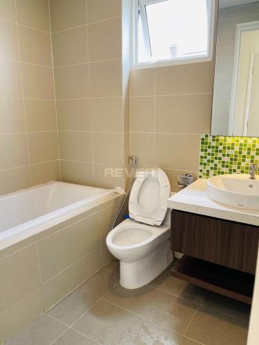Phòng tắm căn hộ Dragon Hill 2, Nhà Bè Căn hộ Dragon Hill 2 tầng 4, phòng khách đón gió và nắng tự nhiên.