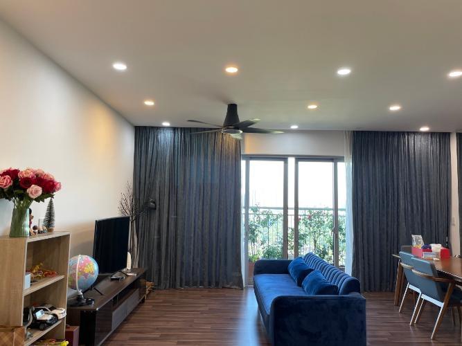 Căn hộ Palm Heights phòng khách ngập tràn ánh sáng, đầy đủ nội thất.