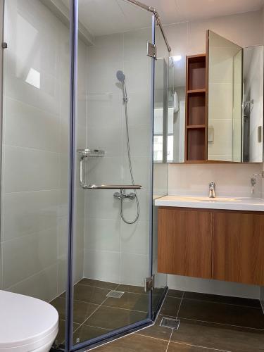 Nhà vệ sinh SSR Căn hộ Saigon South Residence đầy đủ nội thất, view nội khu.