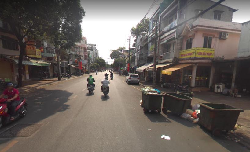 Đường trước nhà phố Quận 11 Nhà phố mặt tiền Đường Lãnh Binh Thăng đối diện chợ, tiện kinh doanh.