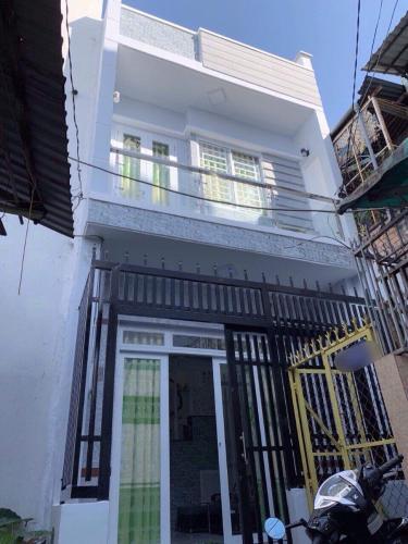 Nhà phố có sổ hồng riêng, kết cấu 1 trệt 1 lầu gần chợ Phú Lâm.