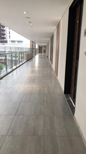 hành lang Căn hộ Phú Mỹ Hưng Midtown nội thất hiện đại, cửa hướng Đông Nam.