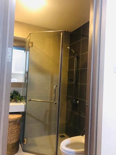 Phòng tắm căn hộ Icon 56 Căn hộ Icon 56, nội thất đầy đủ, tầng cao view ngắm thành phố