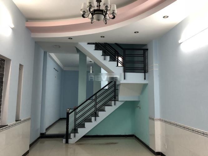 Phòng khách nhà phố Quận Tân Phú  Nhà phố Đường B3 hướng Đông Nam, 3 tầng diện tích sử dụng 149.7m2.
