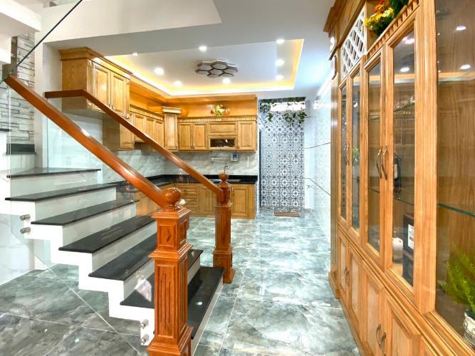 Phòng bếp nhà phố Nhà phố diện tích sử dụng 151.5m2 đủ tiện nghi, cửa hướng Tây.