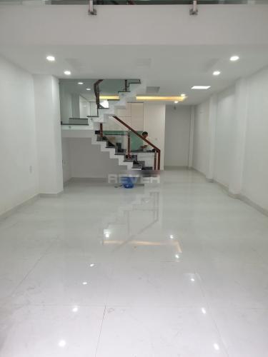 Phòng khách nhà phố Thạnh Xuân 24, Quận 12 Nhà nguyên căn mới xây 1 trệt 3 lầu làm văn phòng, hẻm xe hơi.