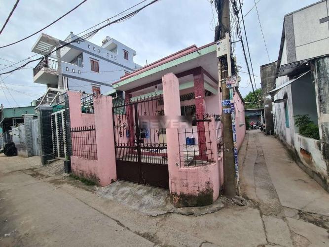 Nhà phố cấp 4 căn góc hướng Đông Nam, diện tích 185.1m2.