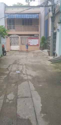 Hẻm nhà phố quận Bình Thạnh Bán nhà hẻm cách cầu vượt Hàng Xanh 230m, diện tích đất 82m2, diện tích sàn 142.8m2, nội thất cơ bản, sổ hồng đầy đủ.