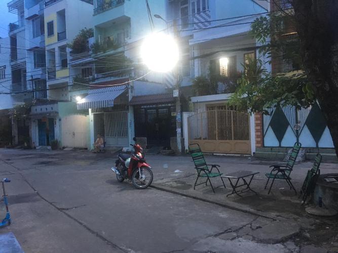 Đường nhà phố Nhà phố diện tích đất 49m2 hướng Đông Nam, đường xe hơi.
