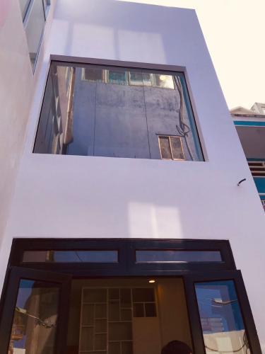 Nhà phố Bình Thạnh kết cấu 3 tầng, sổ hồng bàn giao nhanh.