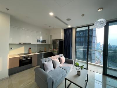 Căn hộ Vinhomes Golden River tầng trung, 2PN đầy đủ nội thất