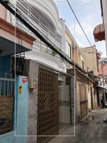 Nhà phố hướng Nam, trước nhà hẻm bê tông, không ngập nước.