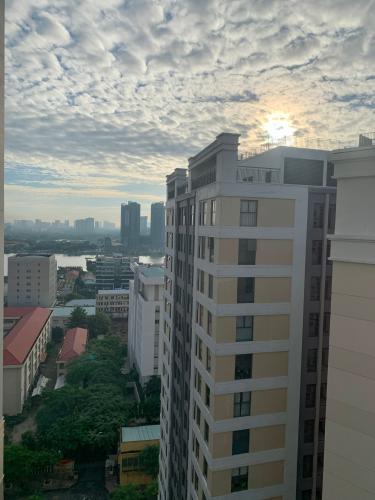 VIEW CH căn hộ Tresor Căn hộ The Tresor tầng cao đầy đủ nội thất, view sông và thành phố.