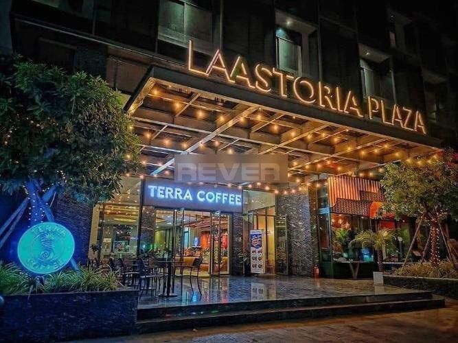 La Astoria, Quận 2  Shophouse La Astoria nội thất cơ bản, ban công hướng Đông.