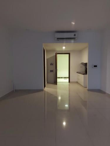 Căn hộ The Tresor tầng 4 có 1 phòng ngủ, ban công hướng Đông Bắc.