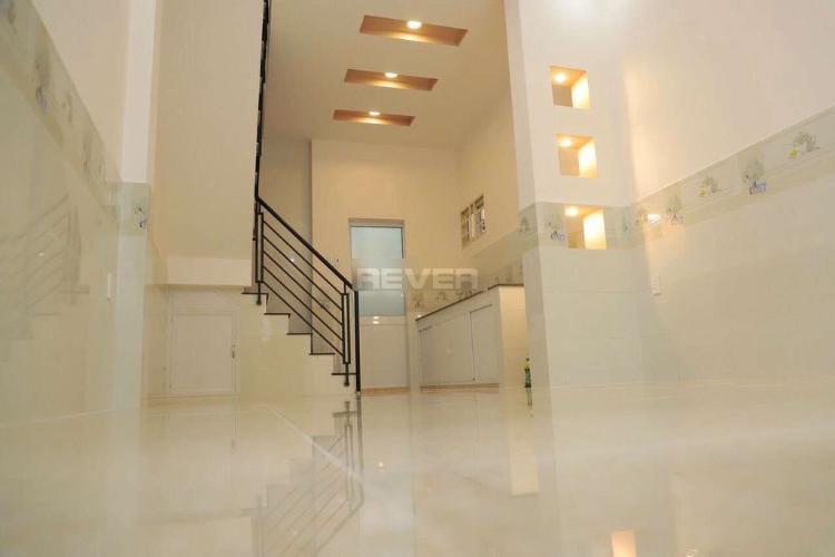Phòng khách nhà Phú Mỹ, Bình Thạnh Nhà phố Bình Thạnh nội thất cơ bản còn mới, hướng Đông.