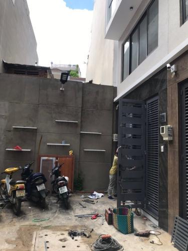 Bên trong nhà phố Hồ Biểu Chánh, Phú Nhuận Nhà phố xây mới kèm nội thất cơ bản, hẻm hướng Bắc.
