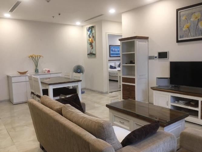 Căn hộ Vinhomes Golden River tầng 19 view thoáng mát, đầy đủ nội thất.