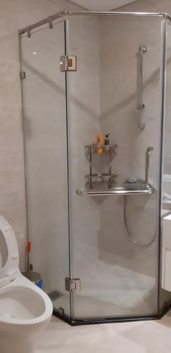 Phòng tắm căn hộ Vinhomes Central Park Căn hộ Vinhomes Central Park hướng Đông Nam, đầy đủ tiện nghi.