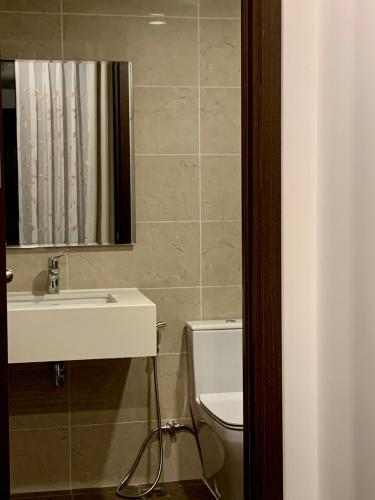 TOLET căn hộ Tresor Căn hộ The Tresor tầng cao đầy đủ nội thất, view sông và thành phố.