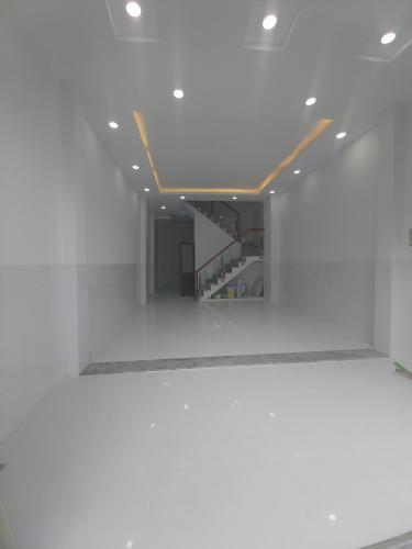 Phòng khách Nhà phố hướng Đông, hẻm thông tứ hướng, nội thất cơ bản.