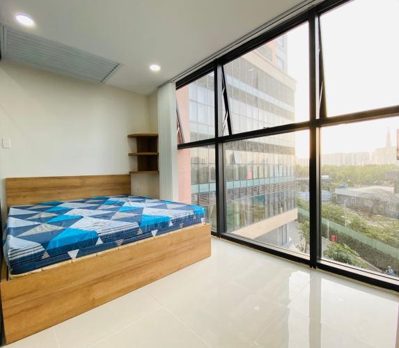 Căn Officetel The Sun Avenue phòng ngủ rộng rãi, đón gió mát mẻ.