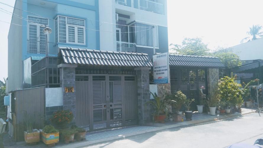 Nhà phố diện tích đất 104m2 kết cấu 2 tầng, đường trước nhà 8m.