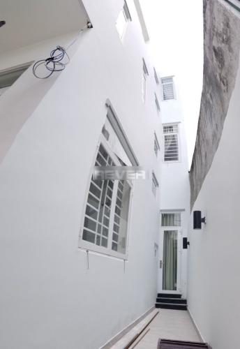 Đường bên hông nhà phố D22, Thủ Đức Nhà phố hẻm oto ra vào, thích hợp ở hoặc làm văn phòng.