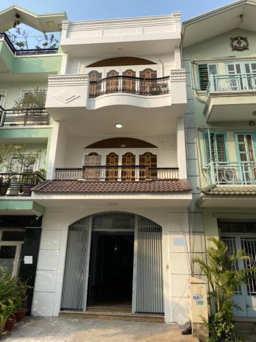 Mặt tiền nhà phố Trần Trọng Cung, Quận 7 Nhà phố diện tích 120m2 mặt tiền đường, sổ hồng riêng.