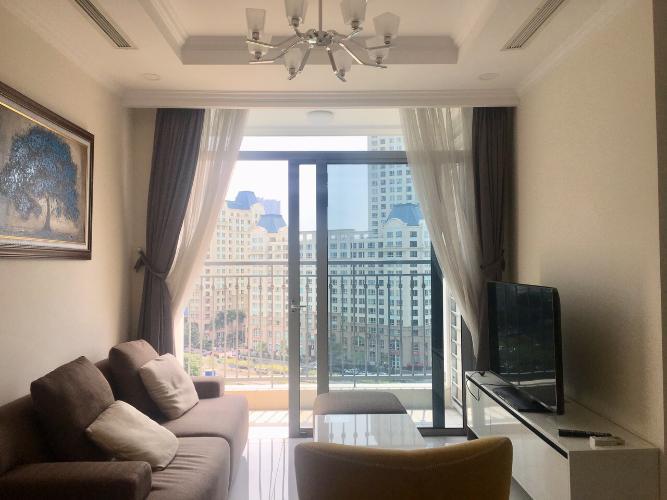 Phòng khách Vinhomes Central Park Căn hộ Vinhomes Central Park tầng cao, view yên tĩnh thoáng mát.