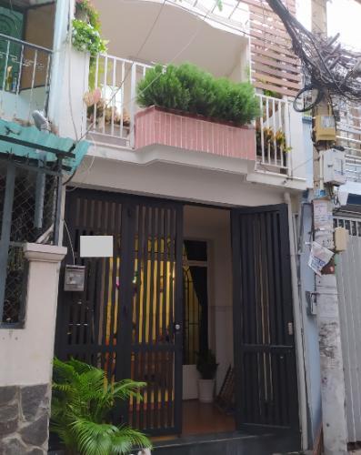 Nhà phố hướng Đông Nam, gần chợ Bà Chiểu, diện tích 72m2.