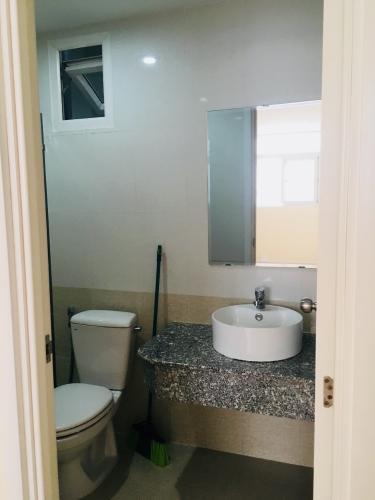 Phòng tắm City Gate, Quận 8 Căn hộ City Gate tầng trung, view nội khu hồ bơi mát mẻ.