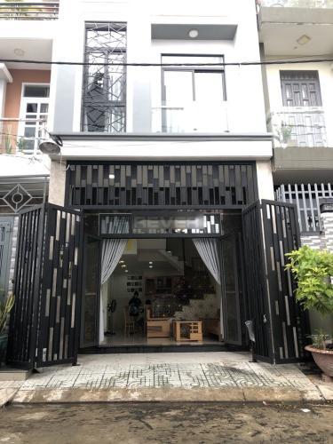 Nhà phố đầy đủ nội thất, ngay vòng xoay Phú Hữu.