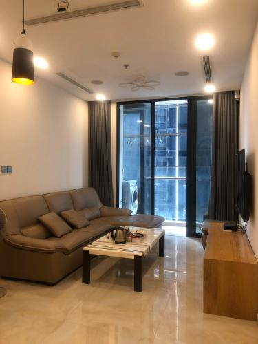 Căn hộ Vinhomes Golden River tầng trung view đẹp, đầy đủ nội thất.