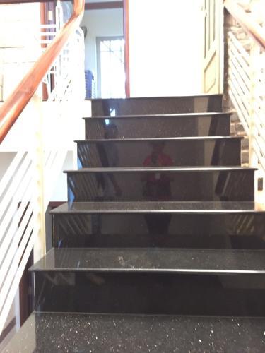 Cầu thang nhà phố Bình Thạnh Bán nhà hẻm Đặng Thùy Trâm, Bình Thạnh, sổ hồng, cách cầu Bình Lợi 700m