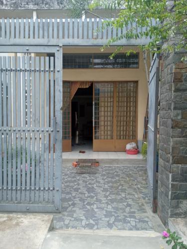 Bán nhà đường 49, phường Bình Thuận, Quận 7, sổ đỏ đầy đủ, diện tích đất 84.3m2, diện tích sàn 91.3m2, kèm theo nội thất. đầy đủ.