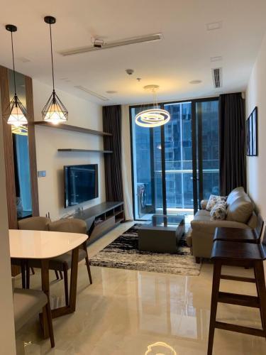 Phòng khách Vinhomes Golden River, Quận 1 Căn hộ Vinhomes Golden River tầng cao, đầy đủ nội thất.