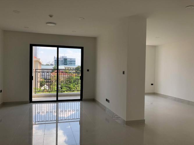 Phòng khách căn hộ Saigon Royal Căn hộ Saigon Royal hướng cửa Tây Nam, nội thất cơ bản.