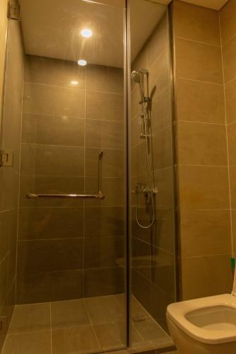 Phòng tắm One Verandah Quận 2 Căn hộ One Verandah hướng Đông Nam, đầy đủ nội thất.