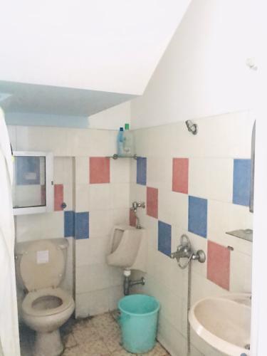 Nhà tắm nhà phố quận 4 Bán nhà phố 4 phòng ngủ đường hẻm Nguyễn Trường Tộ, diện tích đất 86.6m2, diện tích sàn 167.4m2, sổ hồng đầy đủ