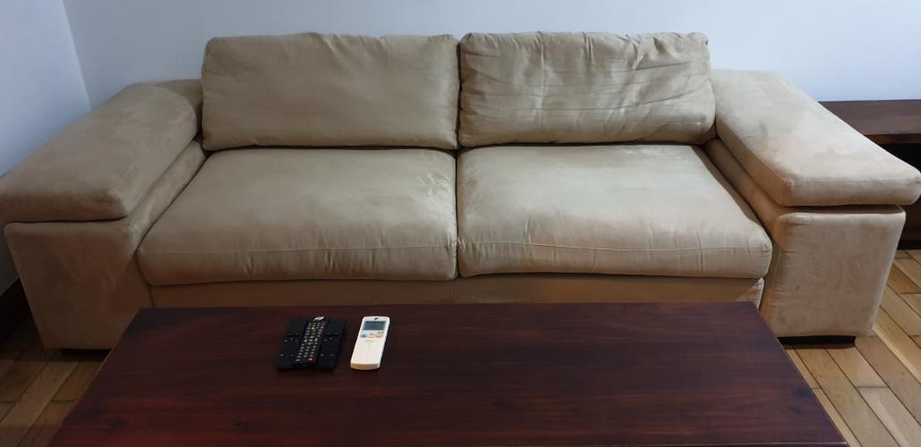 sofa Căn hộ The Manor hướng Tây, nội thất đầy đủ tiện nghi.