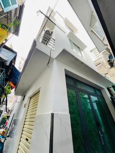 Nhà phố diện tích 16m2 cửa hướng Đông Nam, khu dân cư vô cùng an ninh.