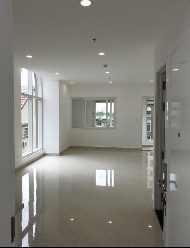 phòng khách căn hộ sài gòn mia Căn hộ tầng cao Saigon Mia, thiết kế tinh tế, nhiều cửa đón sáng.