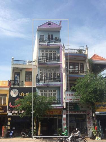 Nhà phố mặt tiền đường Lê Trọng Tấn, hướng Đông Nam thoáng mát.