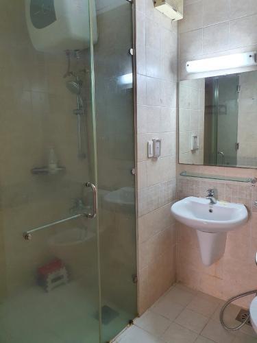 Phòng tắm V-Star, Quận 7 Căn hộ V-Star view sông, đầy đủ nội thất.