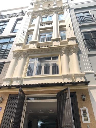 Nhà phố diện tích 50m2 vuông vức, cửa hướng Đông Nam thoáng mát.