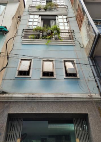 Nhà phố hướng Đông Bắc, hẻm xe máy thoáng mát, nội thất cơ bản.