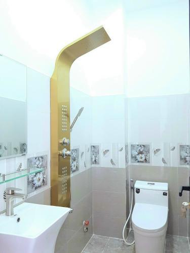 Phòng tắm nhà phố Nhà phố diện tích sử dụng 151.5m2 đủ tiện nghi, cửa hướng Tây.