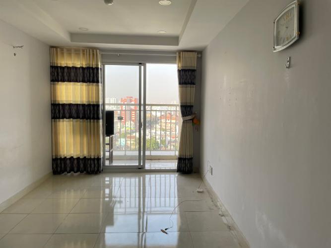 Phòng khách căn hộ  Căn hộ chung cư Khuông Việt ban công Đông Nam, view đón gió mát mẻ.