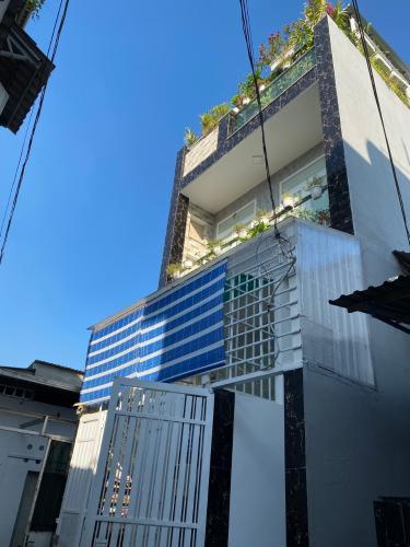 Nhà phố hướng Đông Nam, diện tích 79m2 không có nội thất.